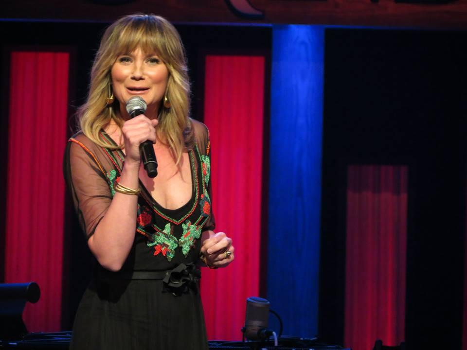 Jennifer Nettles to Host 2014 CMA Country Christmas – Hometown ...