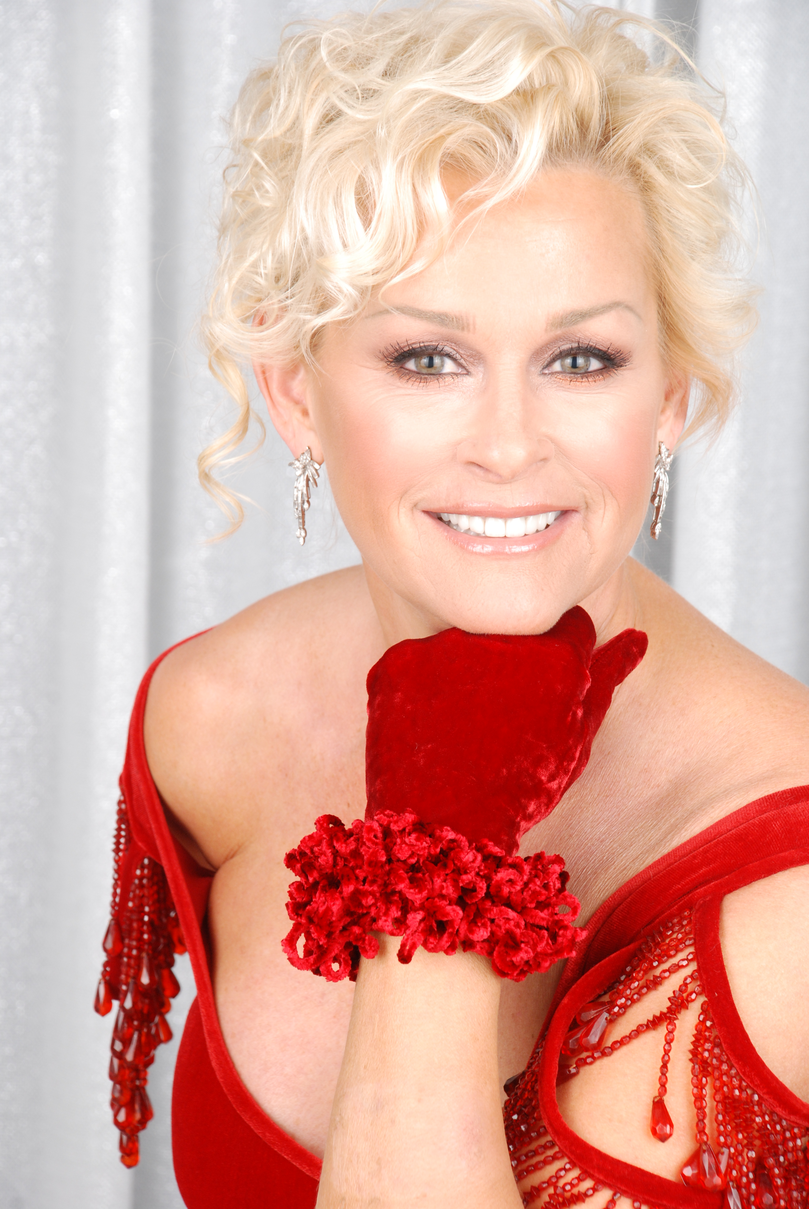 Lorrie Morgan Announces 2014 Enchanted Christmas Tour – Hometown ...